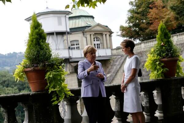 Swiss President Simonetta Sommaruga (R) and German Chancellor Angela Merkel talk to each other at the Von Wattenwyl-House in Bern, Switzerland September 3, 2015. Merkel will be awarded with a Doctor Honoris Causa, or honorary doctorate, by the Bern University later on Thursday.      REUTERS/Denis Balibouse